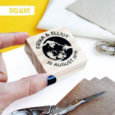 OPCIONAL: Puedes añadir tu sello Deluxe en las opciones de producto.