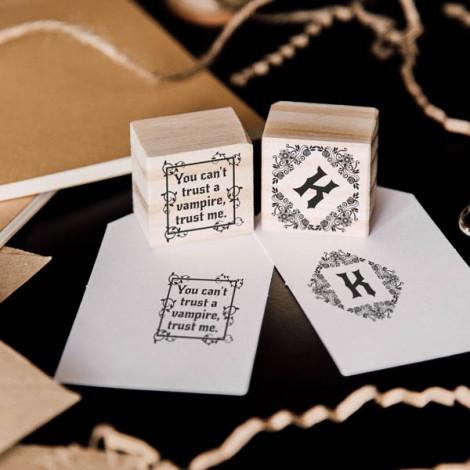 """Pack de 2 sellos """"Monograma gótico"""""""
