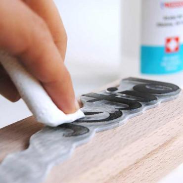 Limpia tus sellos con una toallita de bebé, un poco de agua y jabón o un poco de alcohol