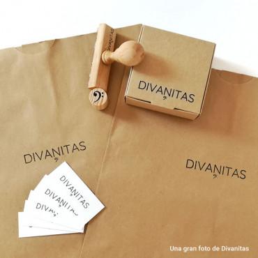 Con un solo sello podrás personalizar cajas, bolsas, etiquetas...