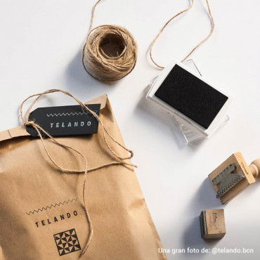 Usa el sello con tu logotipo para personalizar el packaging de tus productos