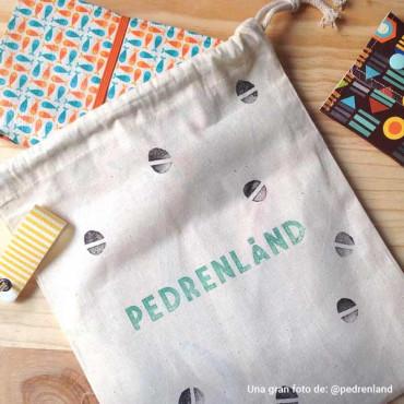 Puedes usar tu sello grande para personalizar las bolsas de tela de tus monederos