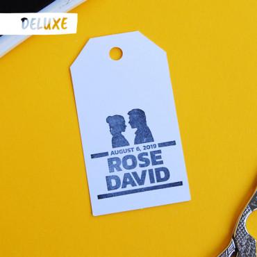 Puedes añadir el sello de boda DELUXE en las opciones del producto
