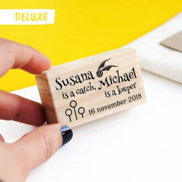 *OPCIONAL: Puedes añadir el sello DELUXE en las opciones del producto.