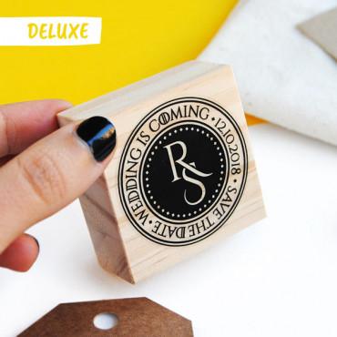 OPCIONAL: Añade el sello Deluxe a tu pack de sellos en las Opciones de Producto.