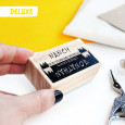 OPCIONAL: Añade el sello Deluxe en las opciones de producto. Elige tu modelo.